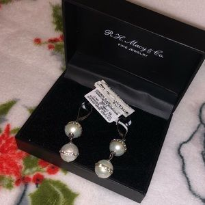 Cultured pearl/Opaque earrings